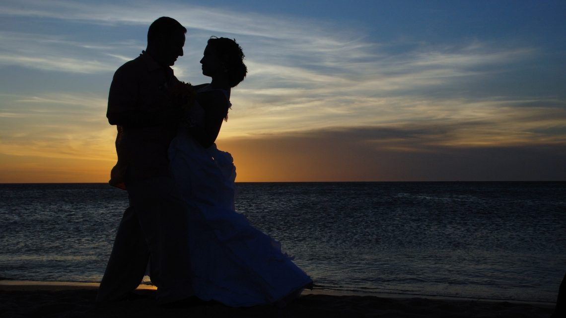 Reasonable Beach Weddings — Top 5 Cost-Saving Tips